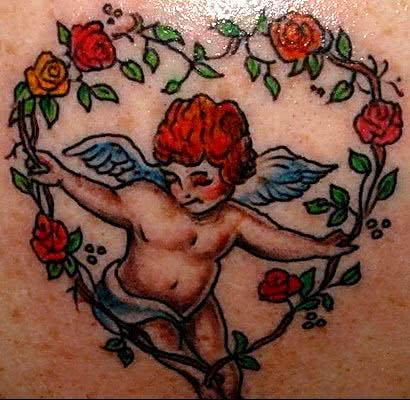 Tatuagens de anjos com flores