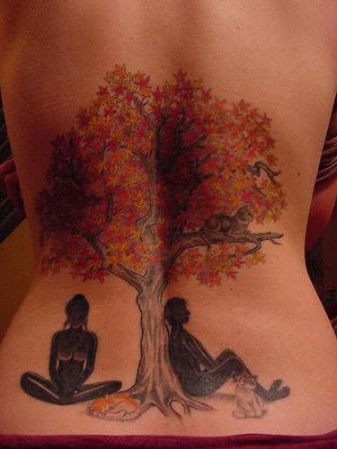 Família embaixo de árvore - tattoo