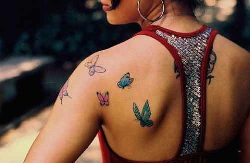 tatuagem-borboleta-ombro-coloridas