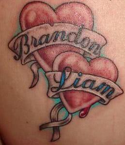 Corações unidos em tatuagem