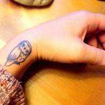 Corujas tatuadas – fotos e significados