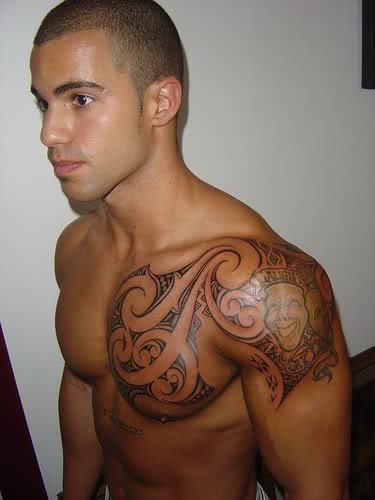 Tatuagem Maori - braço e ombro
