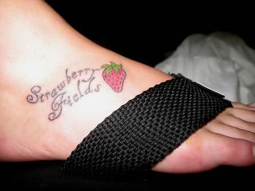 Tatuagem feminina e delicada
