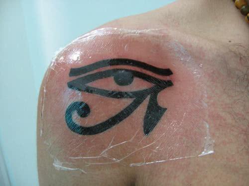 tatuagem-olho-de-horus-ombro-1