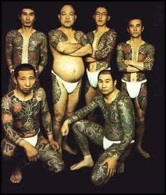 Homens com tattoos Yakuza