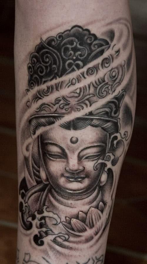 Tatuagem de Buda na perna