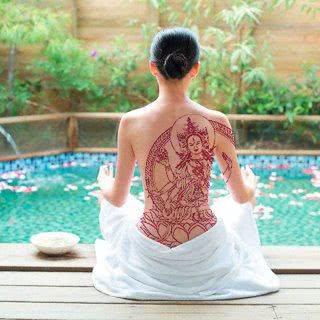 Tatuagem feminina do Buda