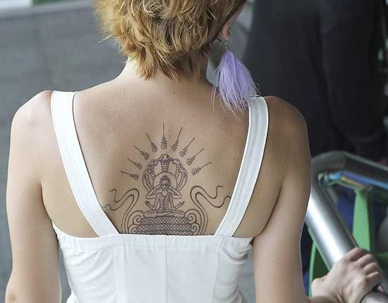 Tattoo feminina de Buda super criativa