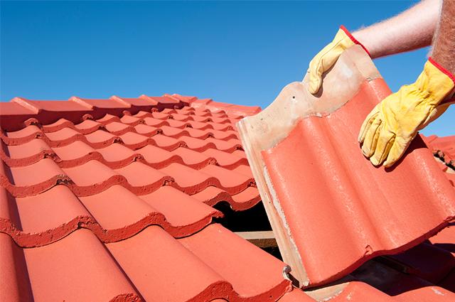 Manutenção do telhado periódica evita desgaste e aumenta a segurança da cobertura
