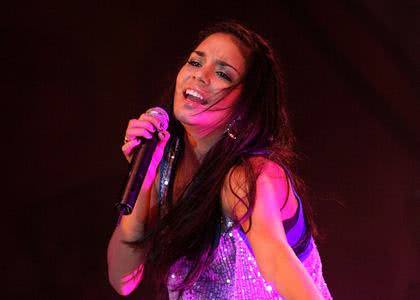 Vanessa Hudgens em show
