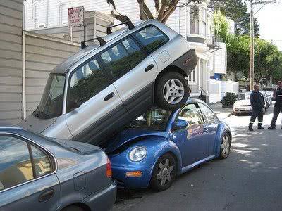 Vídeos de mulheres estacionando carros