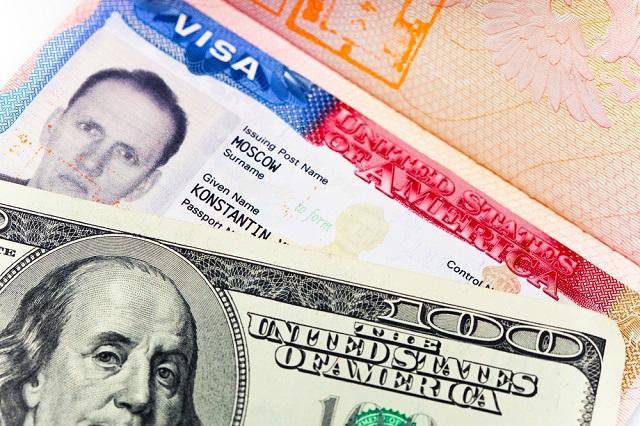 Para tirar o visto americano é preciso pagar um taxa e passar por entrevistas