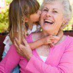 Confira três mensagens bonitas para enviar à avó!